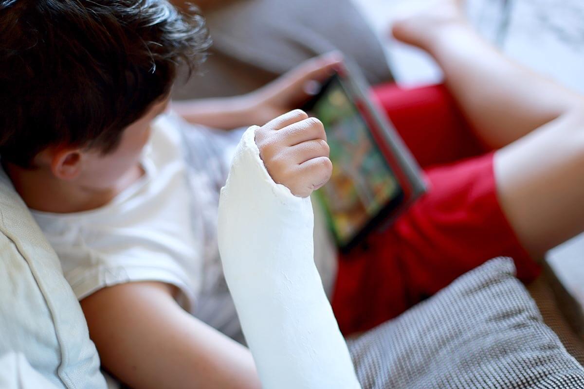 Kind bein gebrochen wie lange gips